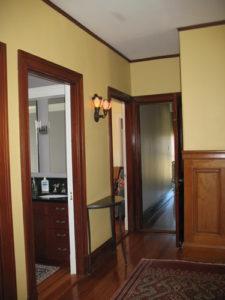 ik-sh-10-upstairs-hallway-sconce